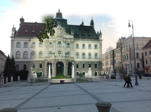 Deželni dvorec