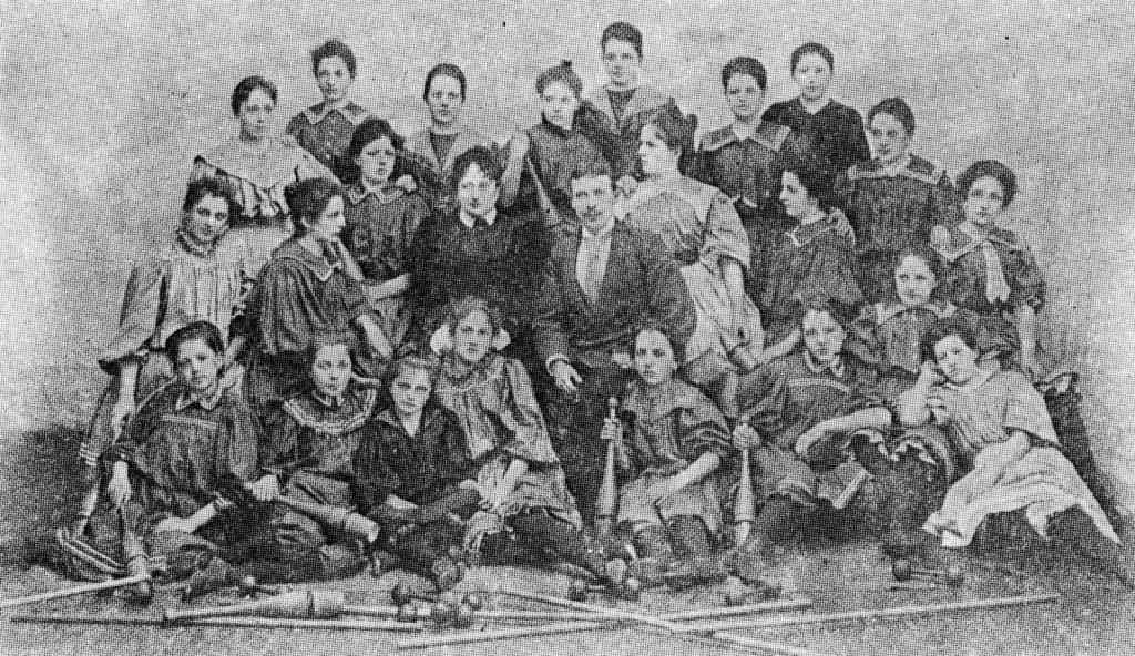 prvi_ženski_telovadni_odsek_1898_Stepišnik - Telovadba na Slovenskem, str. 75