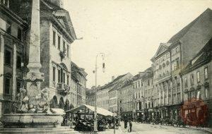 Ljubljana_Rotovž_Mestni_trg_Robbov_vodnjak_1916