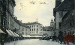 Ljubljana_Mestni_trg_Rotovž_Robbov_vodnjak_Mestna_hiša