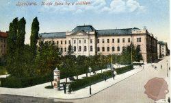 Trg kralja Petra z sodiščem