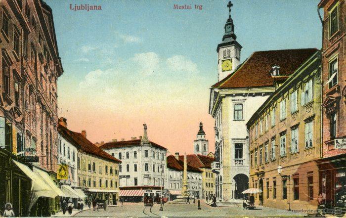 Mestni trg z mestno hišo