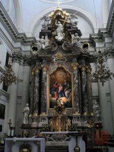 Glavni oltar Uršulinske cerkve Sv. trojstva v Ljubljani - Wikipedia