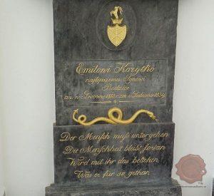 Nagrobnik Korytka s Prešernovimi verzi. Foto Wikipedia.