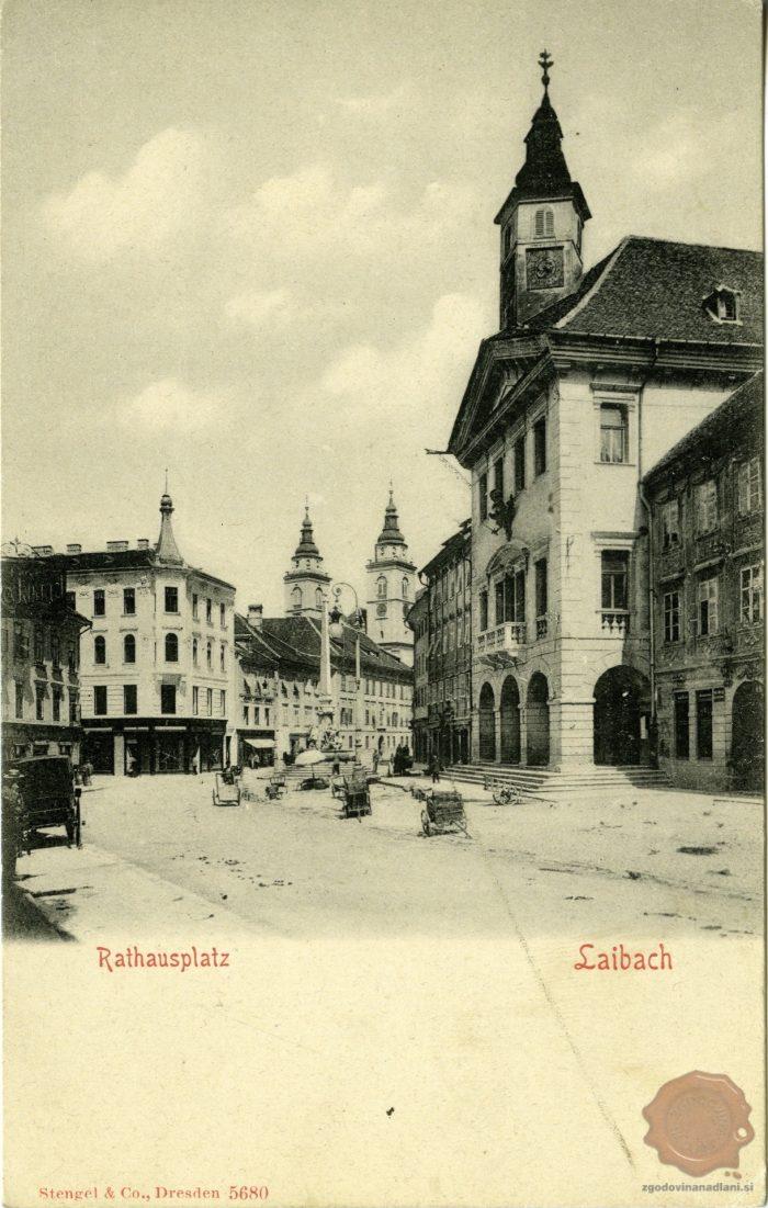 Pogled na Mestni trg