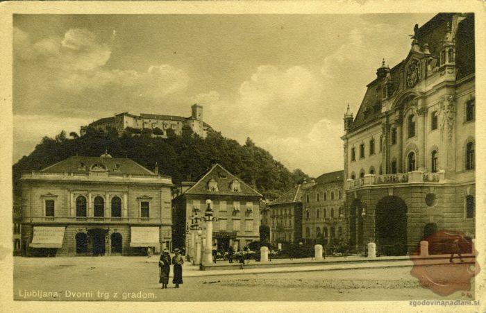 Dvorni trg z gradom