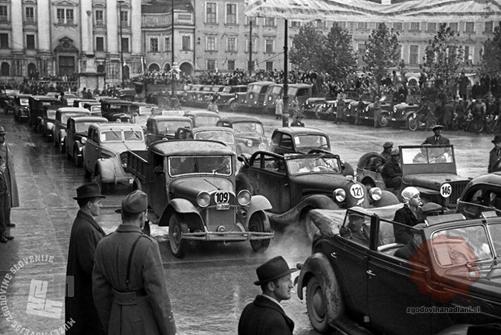dan-motociklizma-z-osrednjo-prireditvijo-avtomobilskim-mitingom-na-kongresnem-trgu-3-november-1946-foto-marjan-pfeifer-hrani-muzej-novejse-zgodovine-slovenije