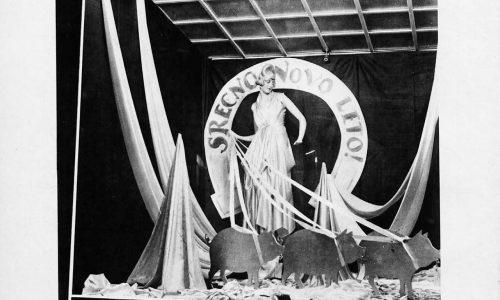 Novoletno okrašena izložba ljubljanske trgovine leta 1931.
