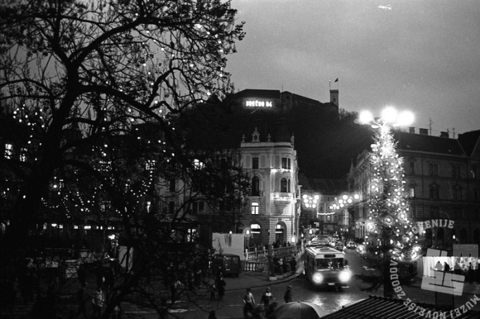 Sneg v Ljubljani, 30. december 1983. Foto Dragan Arrigler, hrani Muzej novejše zgodovine Slovenije