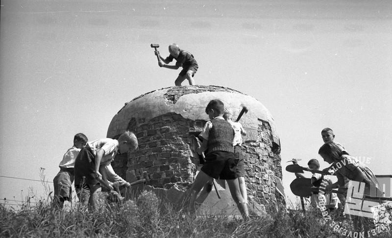 FS2764_13 Udarniška nedelja v Ljubljani, 9.9.1945, foto Marjan Pfaifer, hrani MNZS.jpg