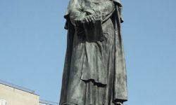 Bronasti spomenik posvečen Brunu na rimskem trgu, kjer je bil usmrčen (kipar Ettore Ferrari, 1889). FOTO Wikipedia
