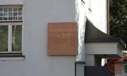 Spominska plošča na hiši na Aškerčevi ulici v Ljubljani (FOTO: Wikipedia)