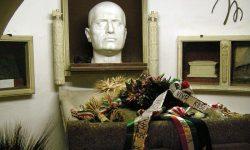 Mussolinijeva grobnica (FOTO: Wikipedia)
