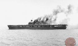 Ameriška letalonosilka Yorktown po japonskem napadu, FOTO Wikipedia