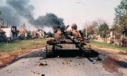 Onesposobljeni JLA tank T-55 v Vukovarju (FOTO: Wikipedia)