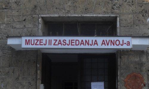 Muzej posvečen drugemu zasedanu AVNOJ-a. Foto Danijel Osmanagić.
