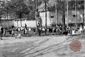Vrtec. Vir: Ilustrirani Slovenec, 5.10.1930, str. 318.