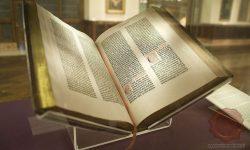 Gutenbergova 42 vrstična Biblija v javni mestni knjižnici v New Yorku, FOTO: Wikipedia