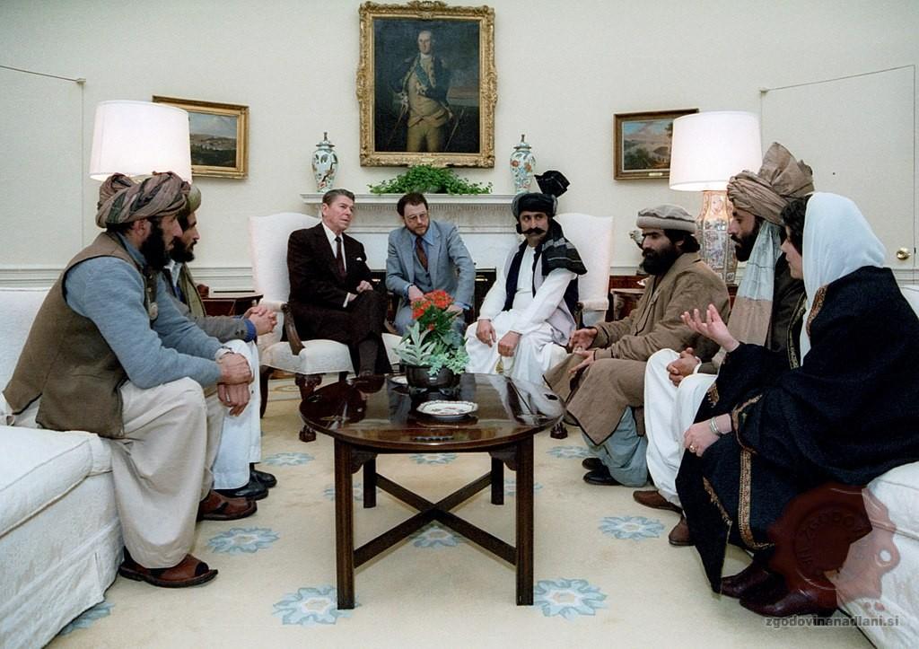 Ameriški predsednik Reagan z predstavniki Mudžahedinov. Foto: Wikipedia.