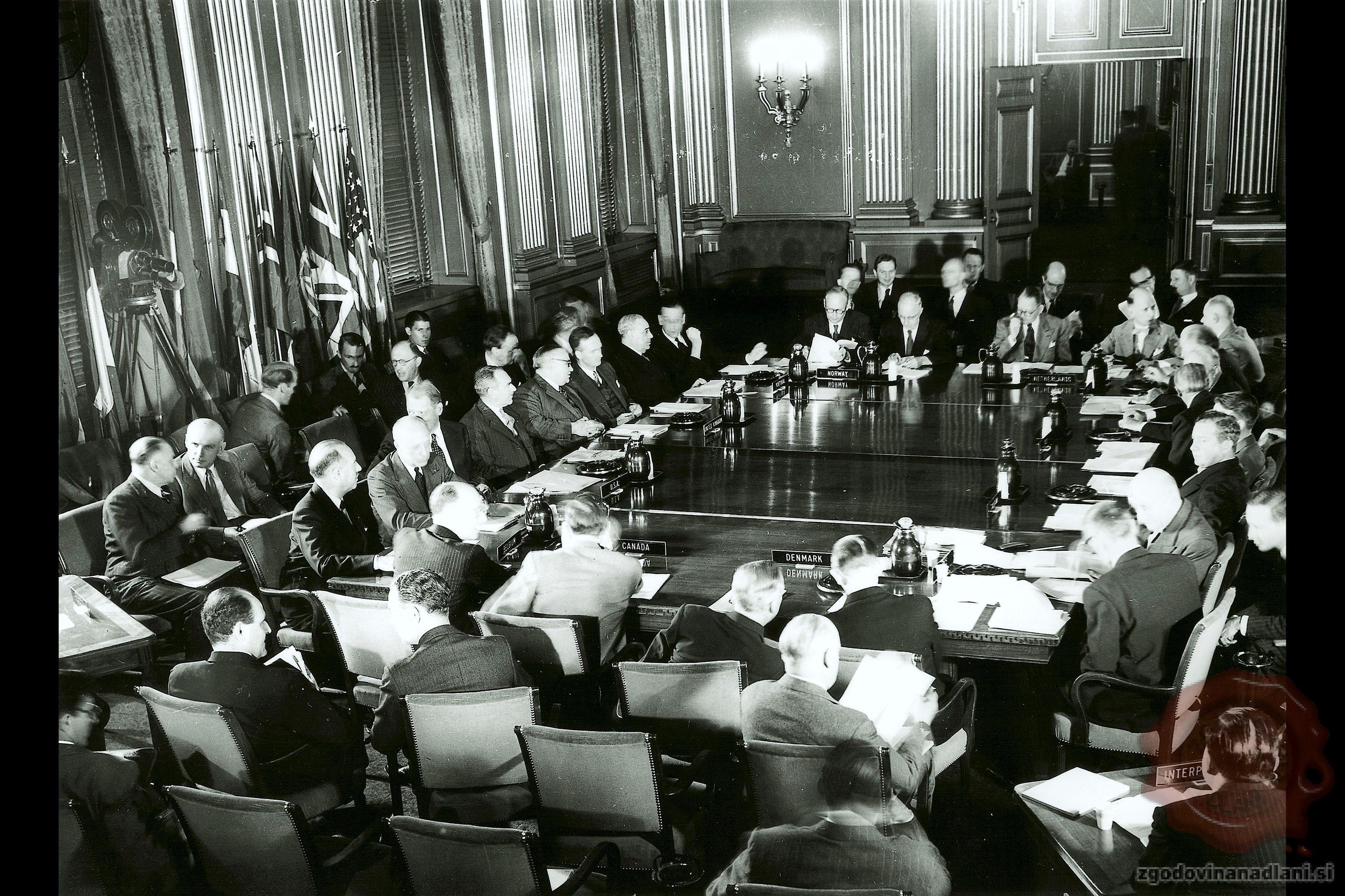 Prva seja zveze NATO leta 1949. Vir Wikipedia.