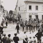Sprevod sokolov po današnji Frankopanski ulici 11.9.1932. Stavba Keršiča je na levi, zadaj je gostilna Reininghaus.