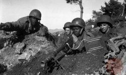 Ameriški vojaki na okopih novembra 1950. Vir: wikipedia.