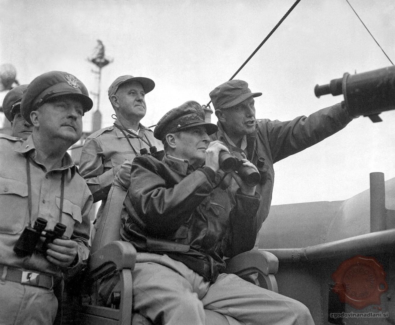 Douglas MacArthur septembra 1950. Vir: wikipedia.